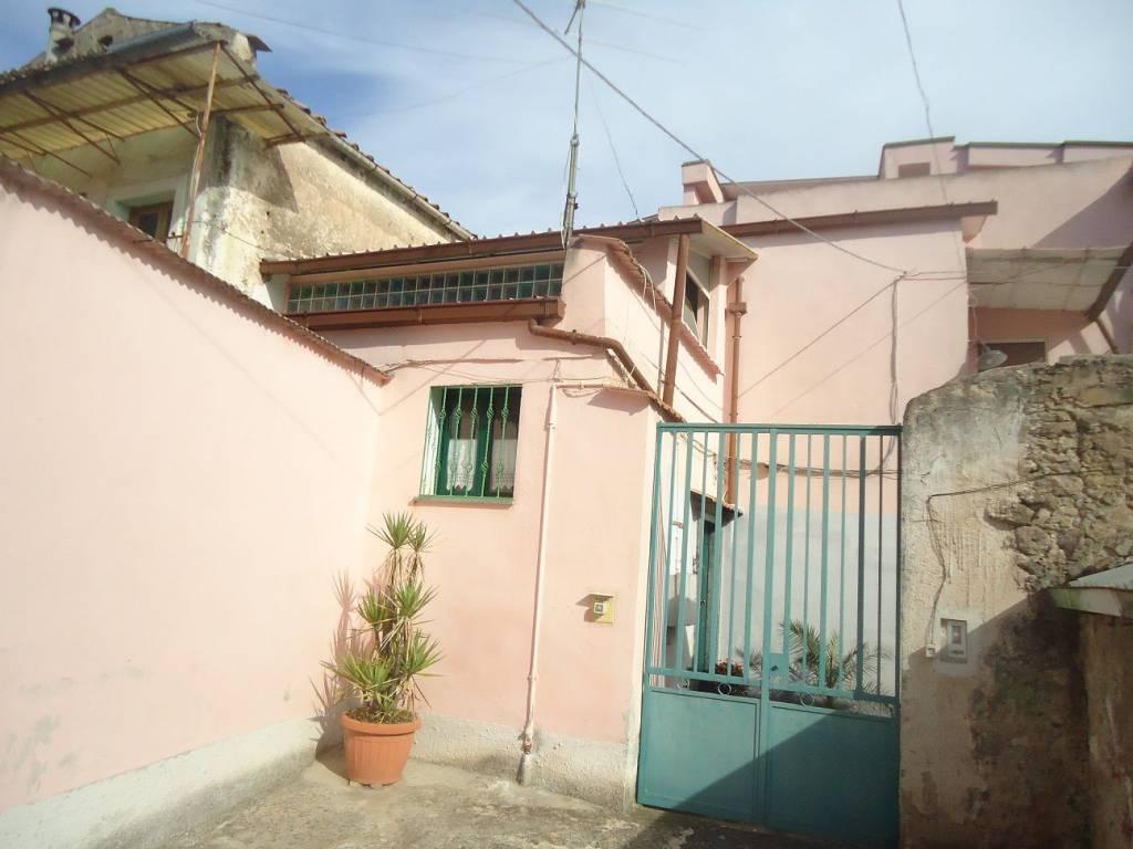 foto  Building via Caporale di Lello, Bellona
