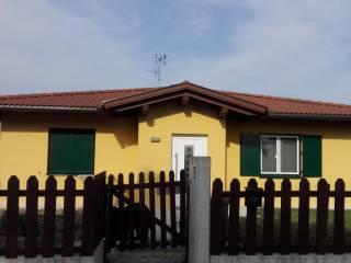 Foto - Casa indipendente via Mercore Inferiore 2, Besenzone