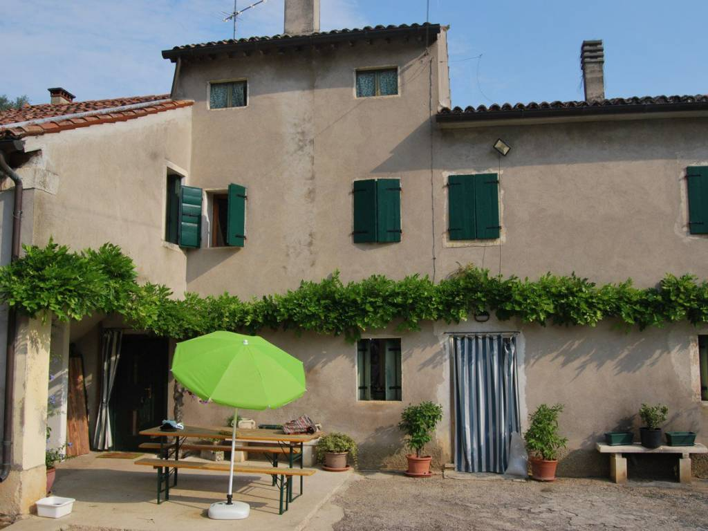 foto  Detached house 250 sq.m., to be refurbished, Villaga
