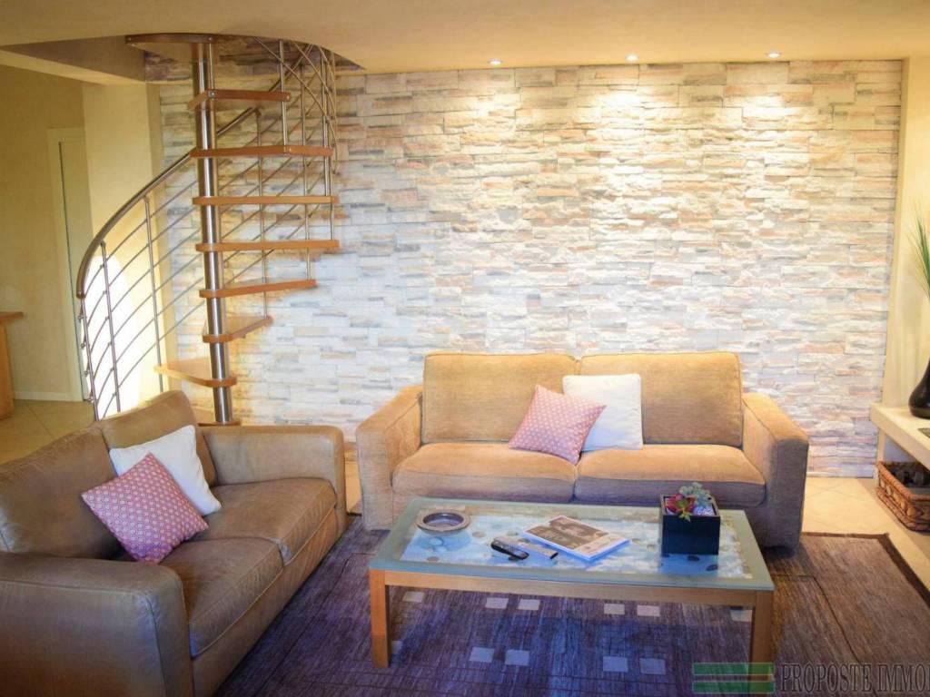 foto salotto Villa bifamiliare via Castello, Rodengo Saiano