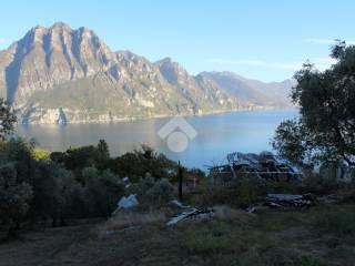 Foto - Terreno edificabile residenziale a Riva di Solto