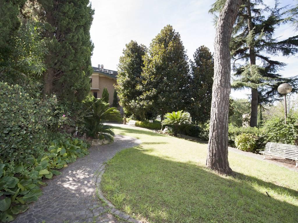 foto giardino Villa plurifamiliare viale Egeo, Roma