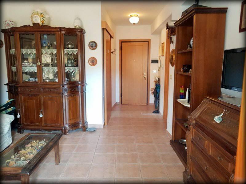 foto salone Trilocale ottimo stato, piano terra, Rocca di Mezzo