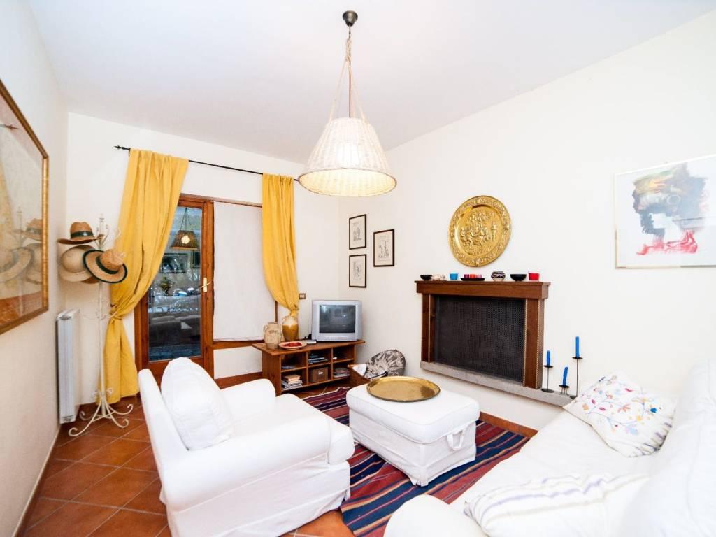 foto Soggiorno 3-room flat via Francesconi, 20, Trevignano Romano