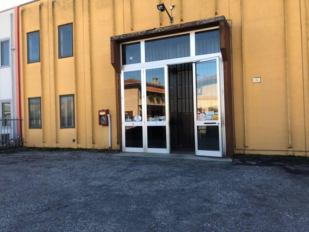 foto  Capannone in Affitto a Ferrara