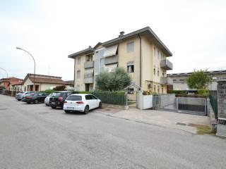 Foto - Trilocale via San Giuseppe 18, Montecchio Maggiore