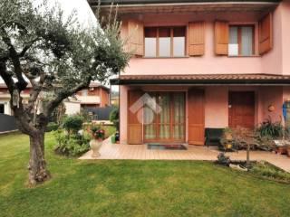 Foto - Villa via Gaetano Donizetti, 9, Capriolo