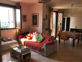 Foto - Appartamento buono stato, su piu' livelli, Nereto