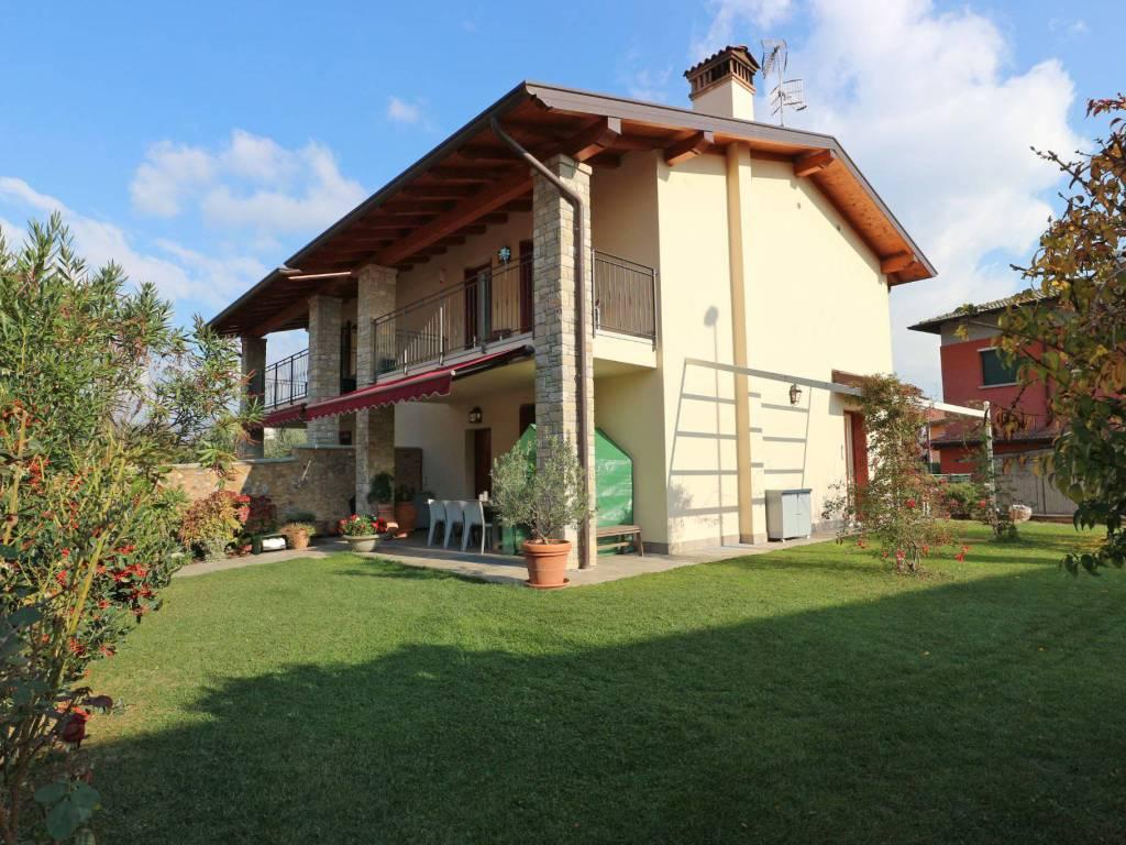 foto giardino Villa bifamiliare, ottimo stato, 205 mq, Corte Franca