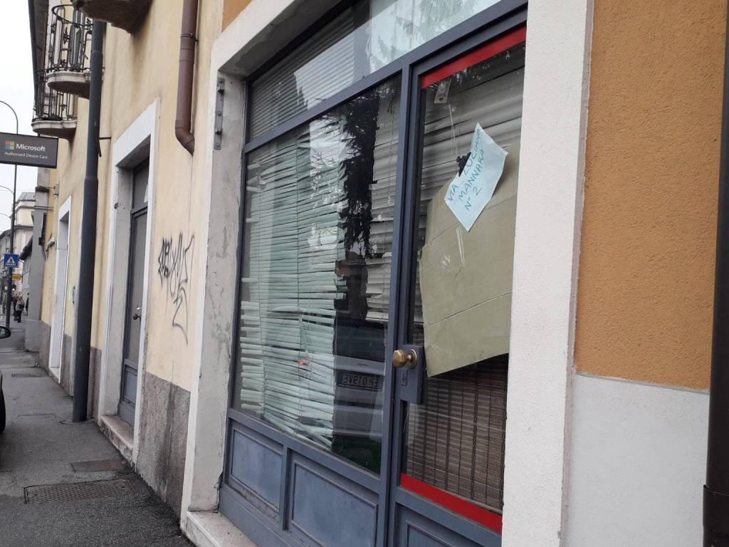 foto esterni Negozio in Affitto a Brescia