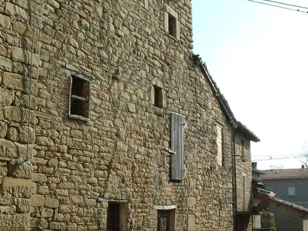 foto  Sasso via Pineto, Vetto