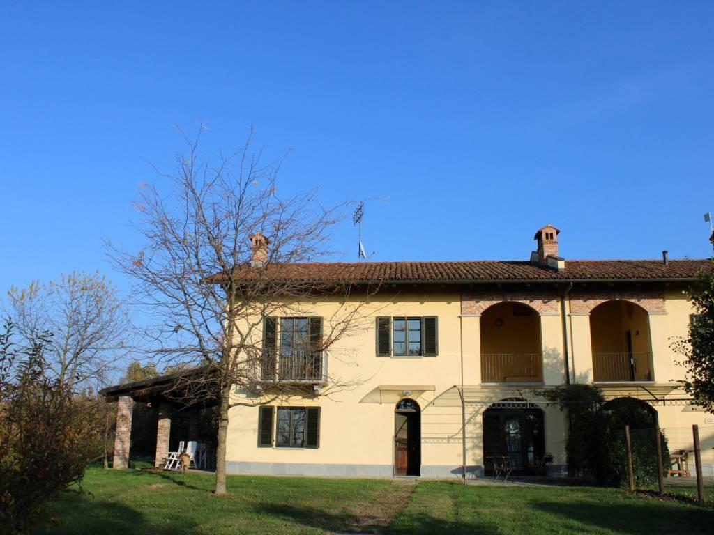 foto esterno Detached house via, La Morra