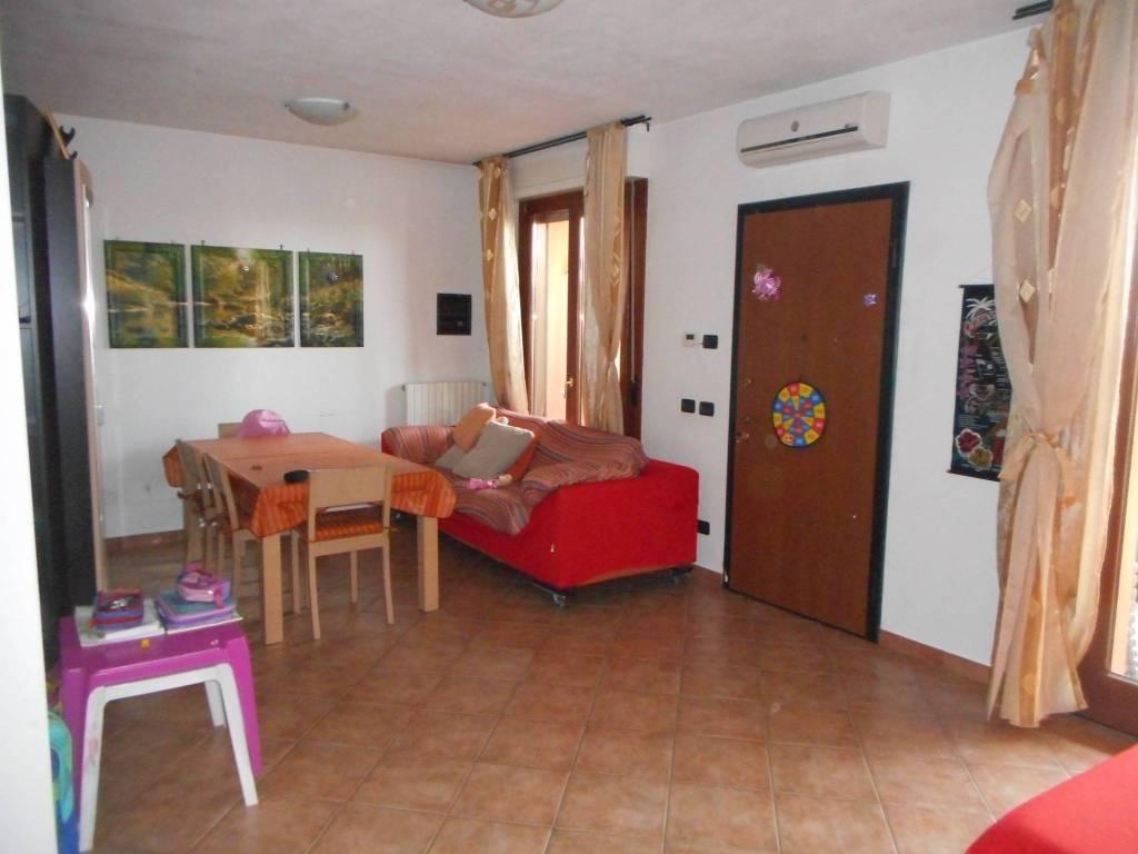foto soggiornoo Villa a schiera via San Rocco, Zeccone