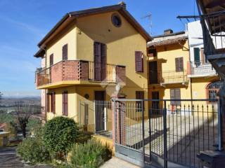 Foto - Casa indipendente via Manzoni, 9, Vignale Monferrato