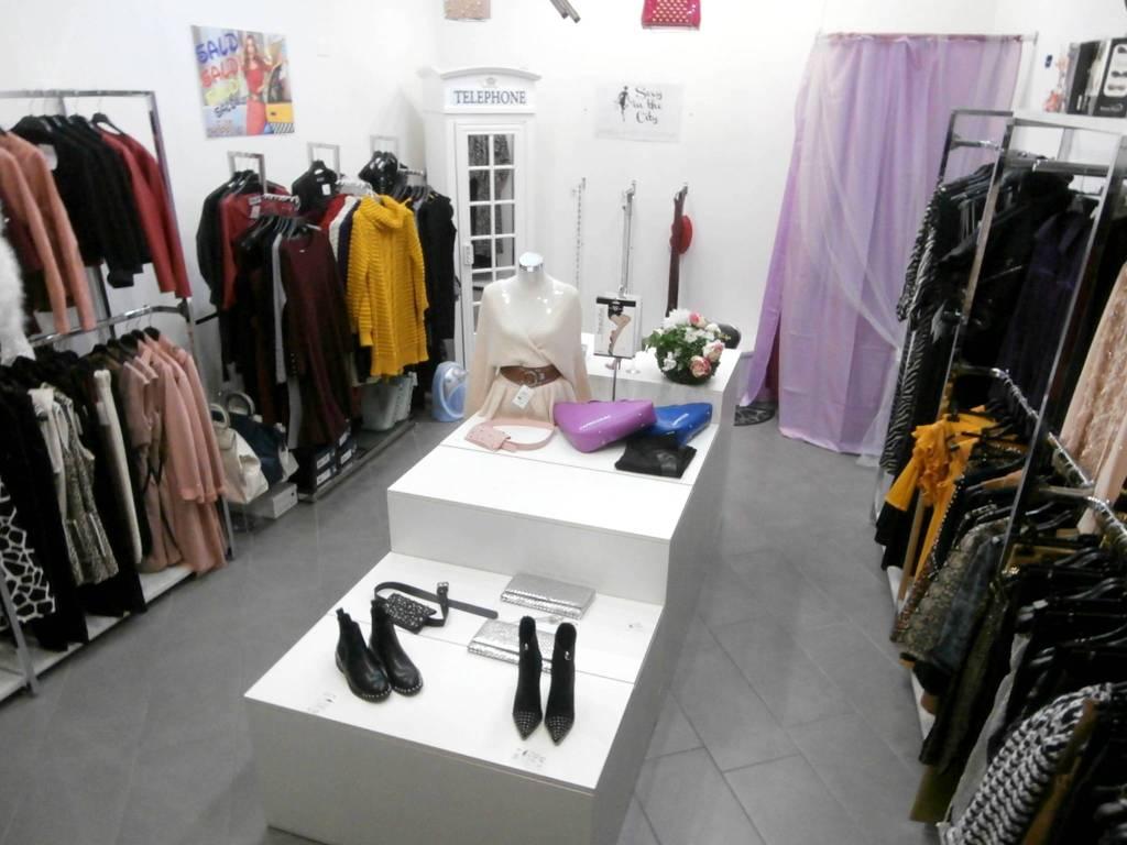 foto Store 1 Abbigliamento in Vendita a Ferrara