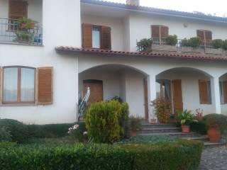 Case indipendenti con giardino in vendita Gualdo Tadino - Immobiliare.it