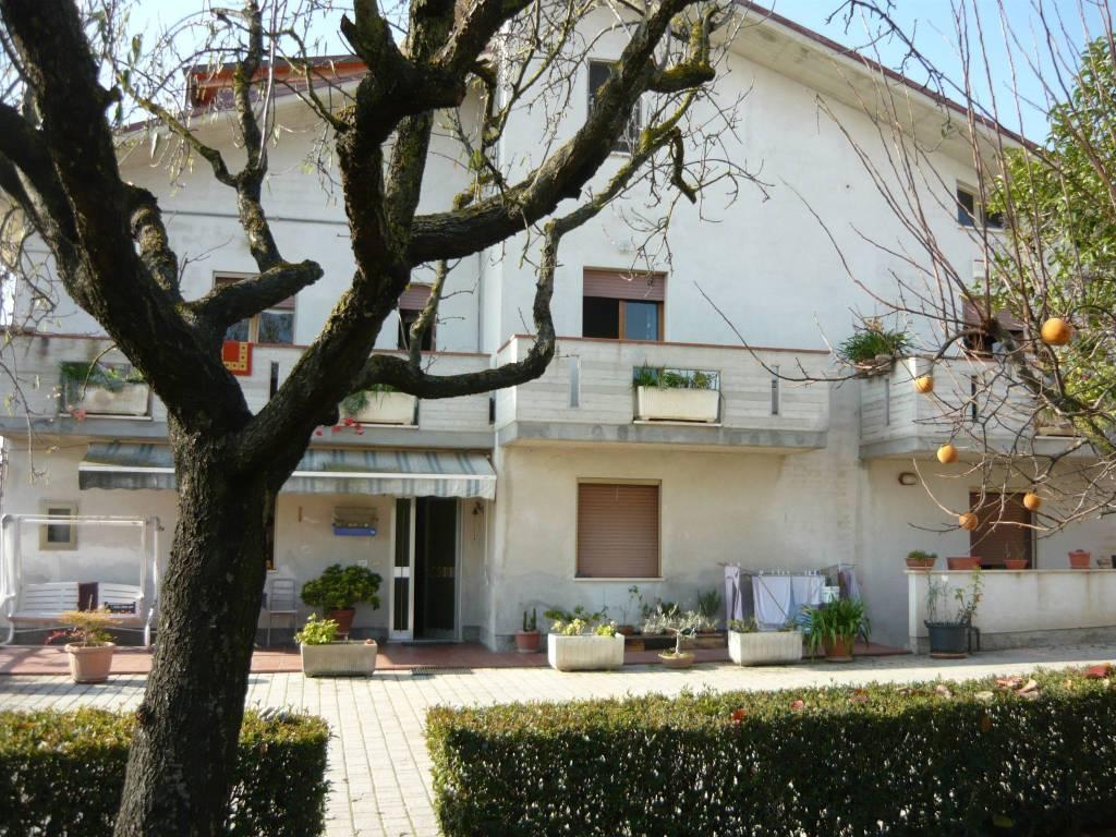 foto  Two-family villa, good condition, 860 sq.m., Corropoli
