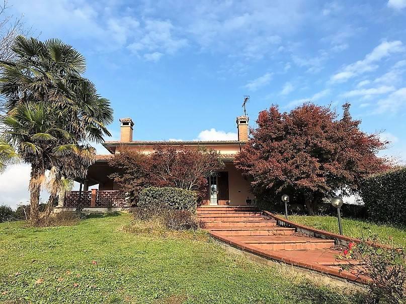 foto  Single family villa, good condition, 530 sq.m., Roncoferraro