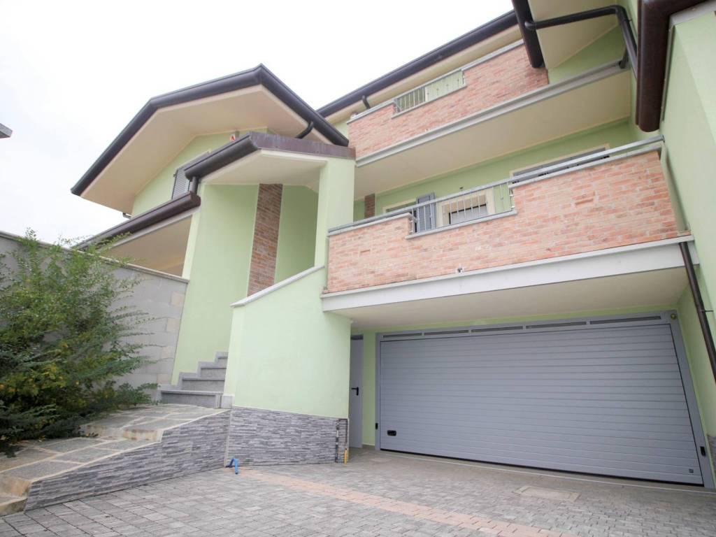 foto facciata Quadrilocale via Solferino, Cerro Maggiore