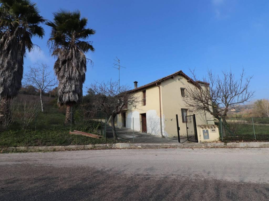 foto facciata Rustico, da ristrutturare, 121 mq, Torano Nuovo