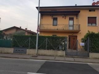 Foto - Trilocale via Brugali, Torre de' Roveri