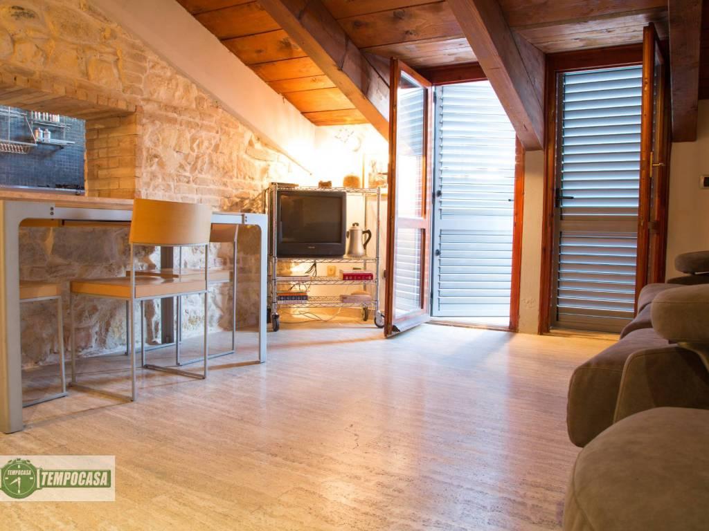 foto salone Bilocale via Guglielmo Oberdan, Ancona
