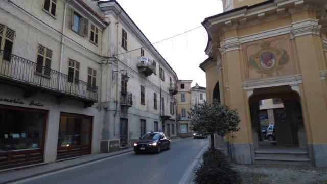 foto  Building via 4 Novembre 69, Dronero