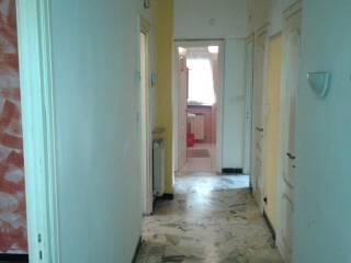 Foto - Appartamento da ristrutturare, primo piano, Savona