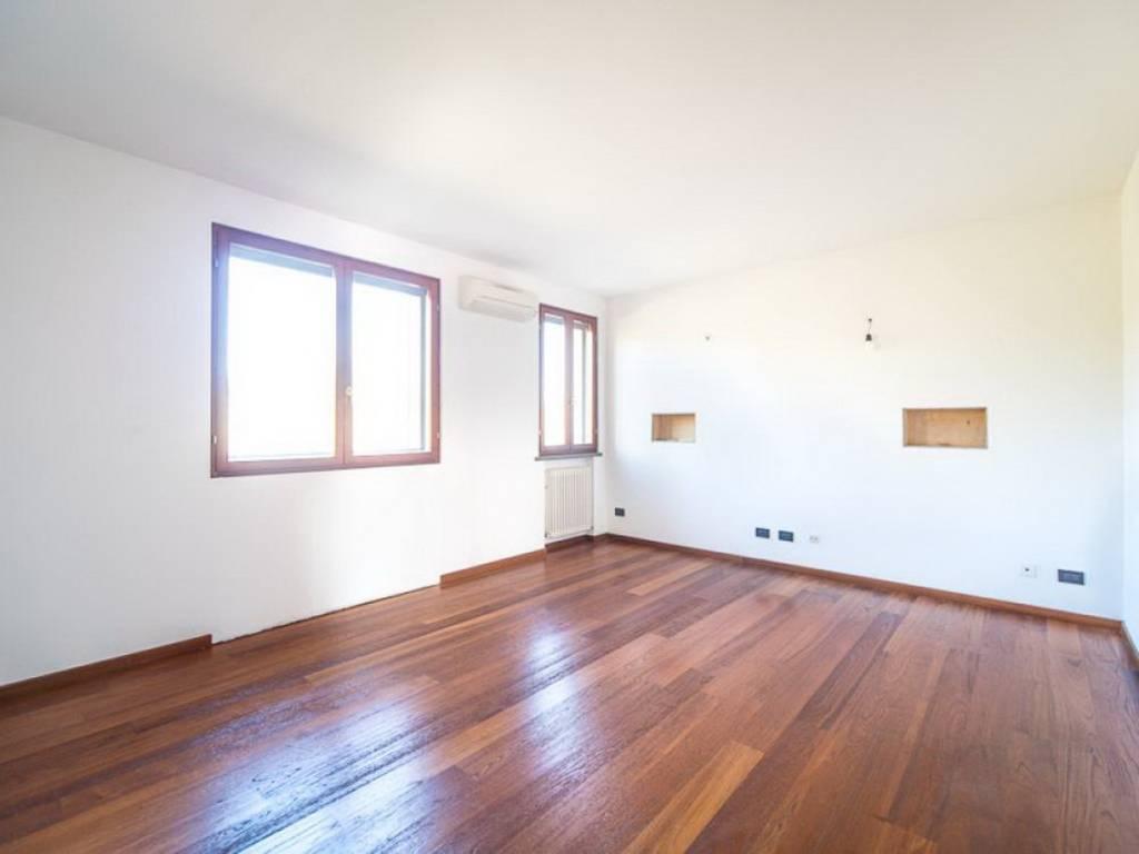 foto soggiorno Appartamento via Ezio Comparoni, Reggio Emilia