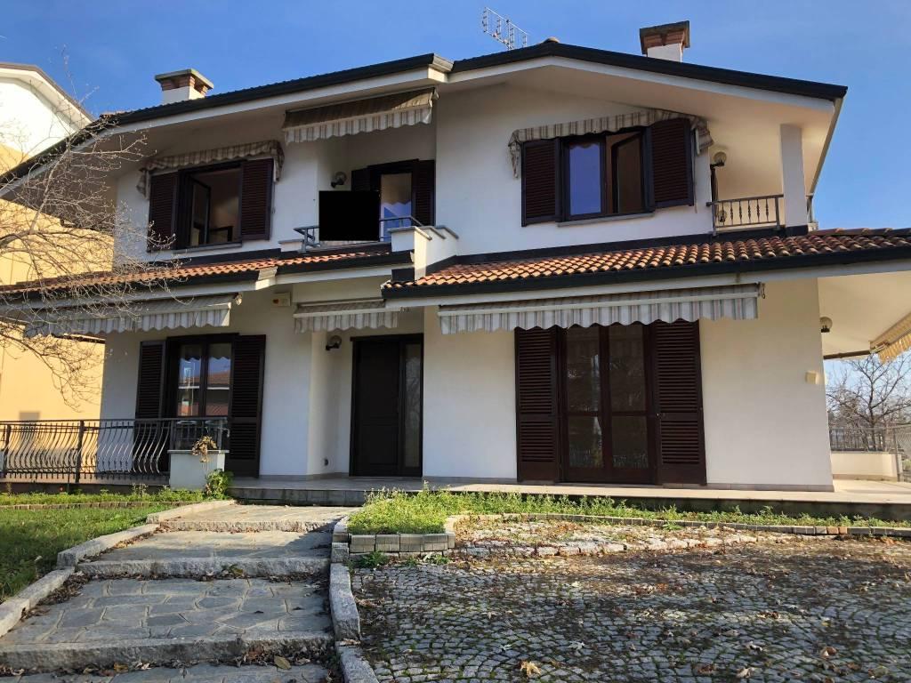 Foto 1 di Villa Via Piozzo, Cuneo