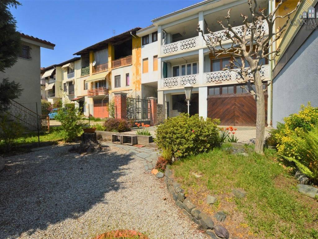 foto facciata Single-family townhouse Strada Provinciale di Castellamonte, Parella