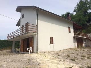 Foto - Casa indipendente via Acqua di Cese, Valle Castellana