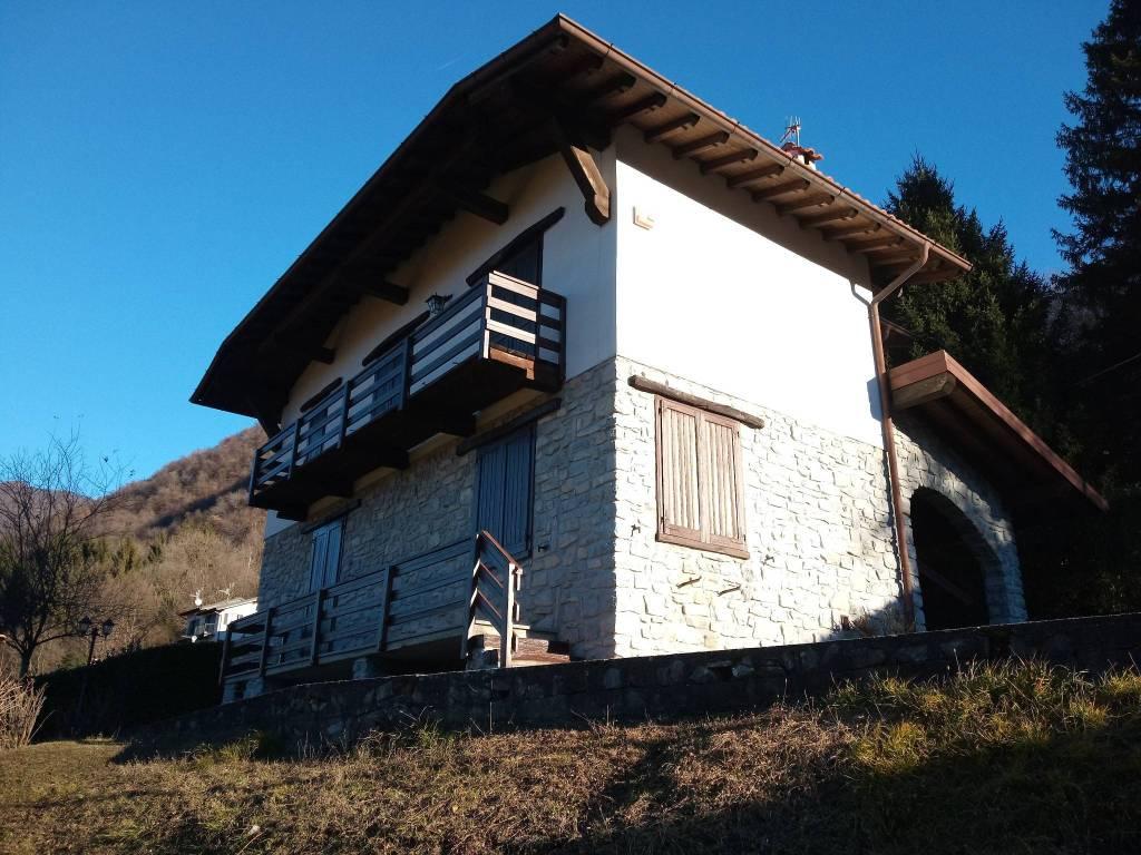 foto  Villa unifamiliare via Quiete 2, Dizzasco