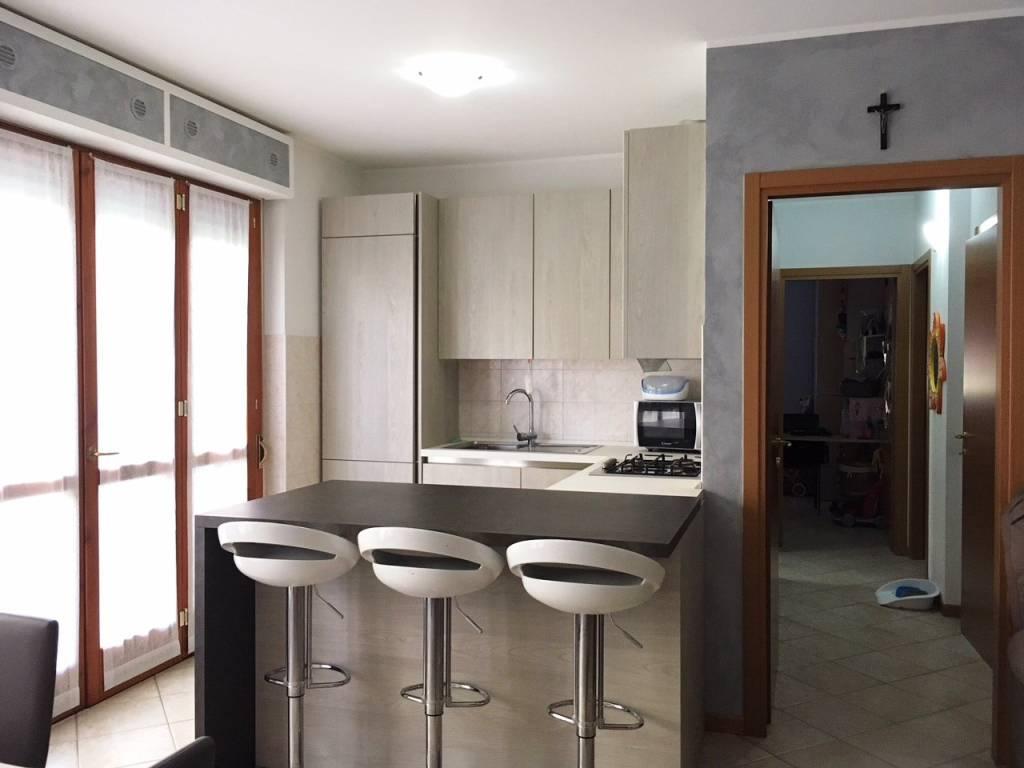 foto angolo cottura 3-room flat via Papa Albino Luciani 24, Romano di Lombardia