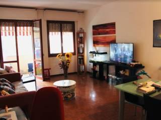 Foto - Appartamento buono stato, terzo piano, Avenza, Carrara