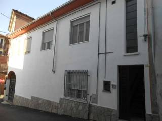 Foto - Casa indipendente via E  Durando 1, Portacomaro