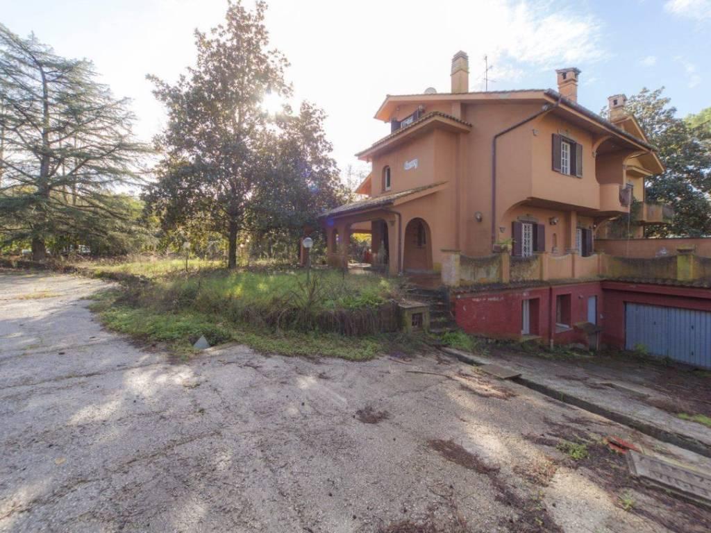 foto  Villa unifamiliare, da ristrutturare, 516 mq, Roma