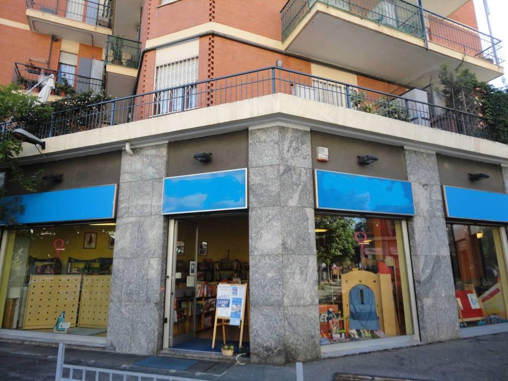 foto STABILE Negozio in Vendita a Torino