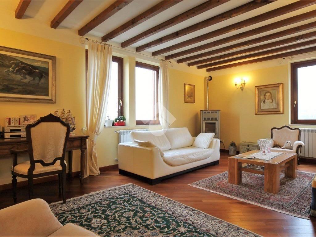 foto Soggiorno Villa a schiera via Dosso, 8, Brione