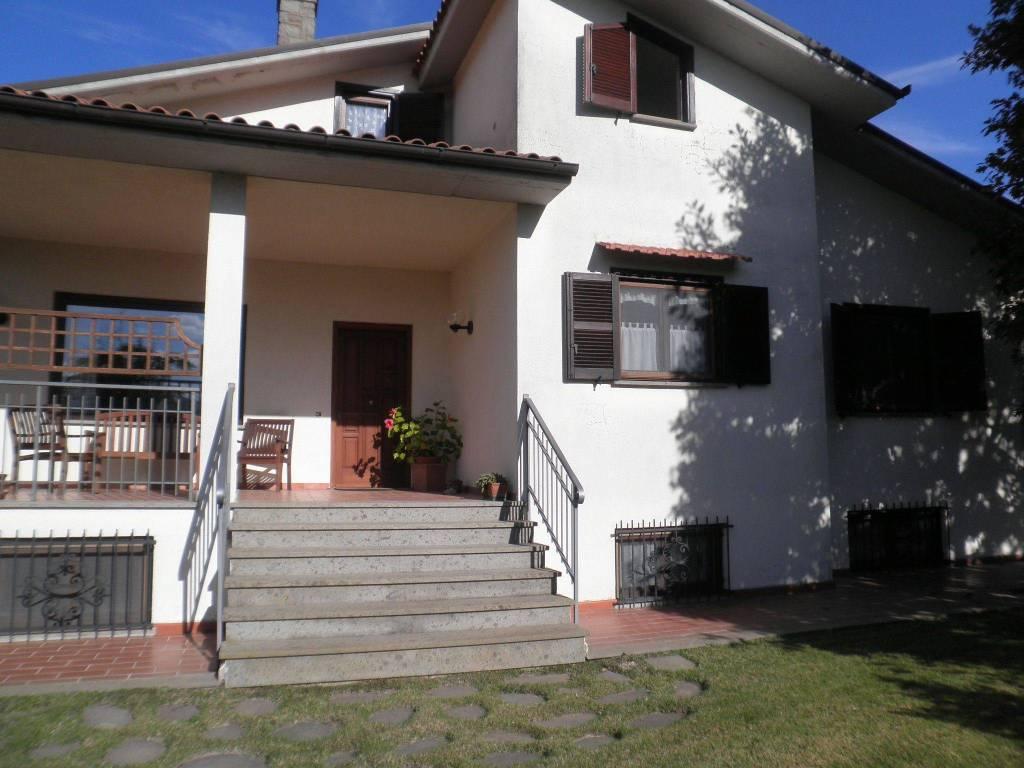 foto  Villa bifamiliare Strada Paparano, Vitorchiano