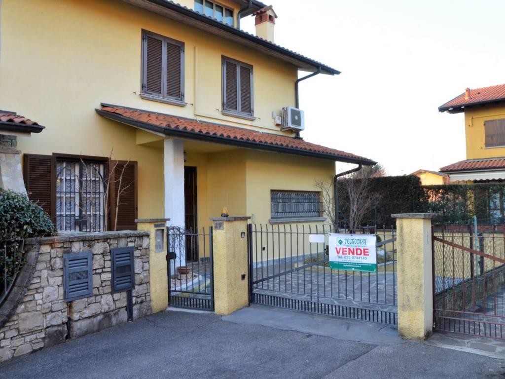 foto esterno Two-family villa via San Michele 17, Verdello