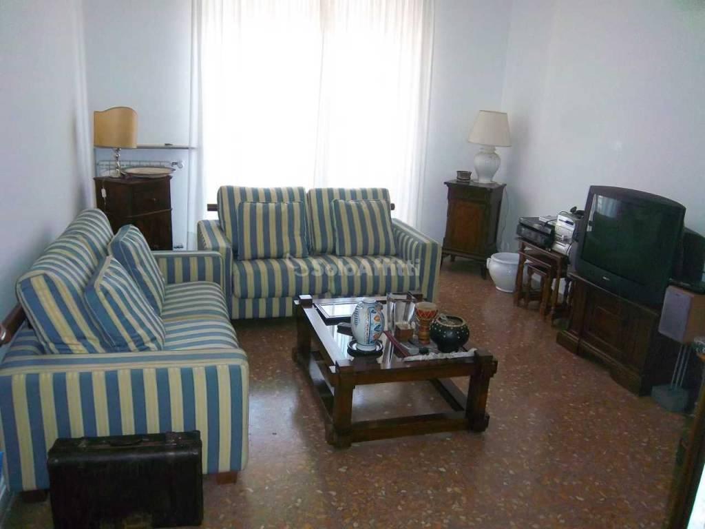 Stanza doppia in affitto affittasi camera doppia for Affittasi stanza uso ufficio roma