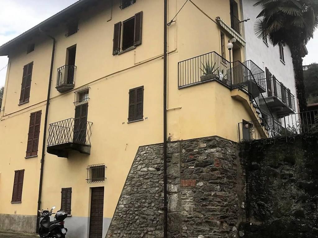 foto esterna Casa indipendente via Pomarolo, Calolziocorte