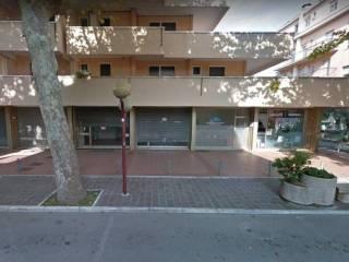 Plafoniere Per Locali Commerciali : Annunci immobiliari negozi e locali commerciali misano adriatico