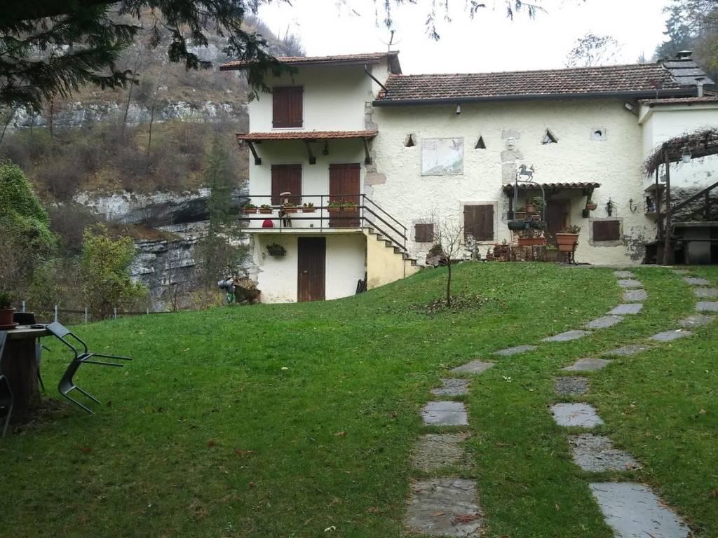 foto  Single family villa Contrada Masselli, Bosco Chiesanuova