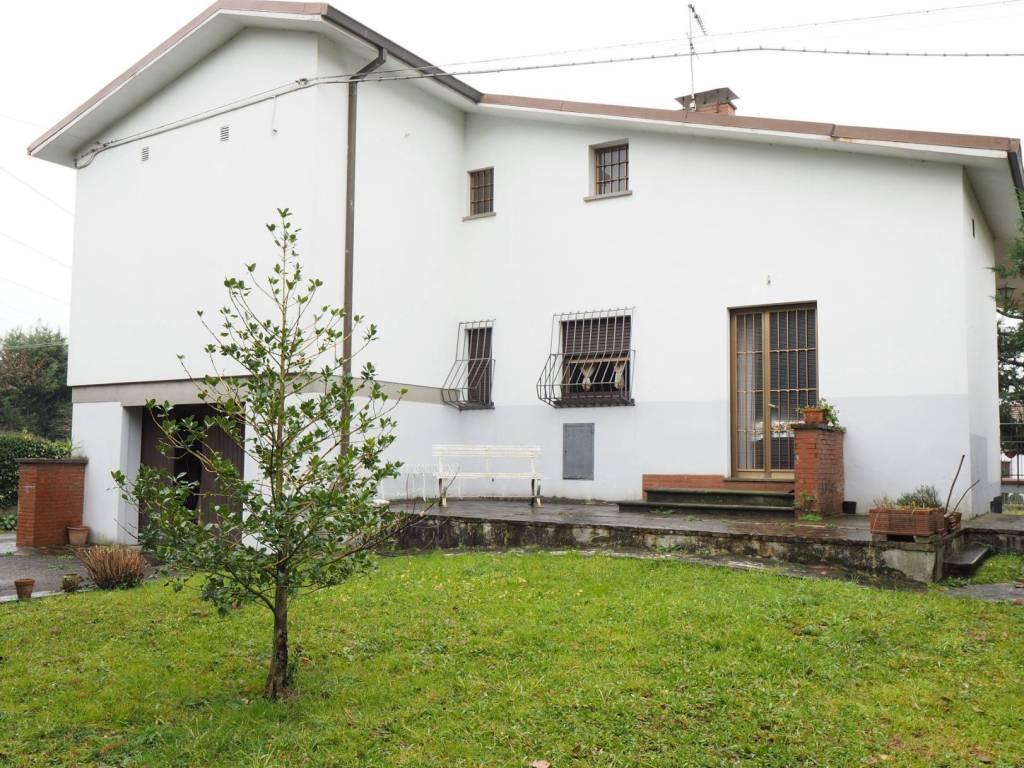 Vendita Villa unifamiliare in via delle Ville Lucca. Buono ...