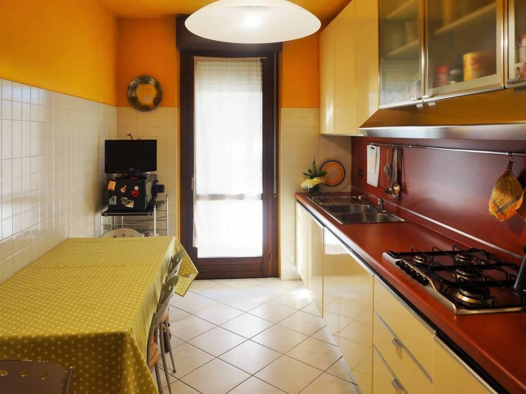 foto Cucina 3-room flat via Alessandro Manzoni 6, Villa d'Almè