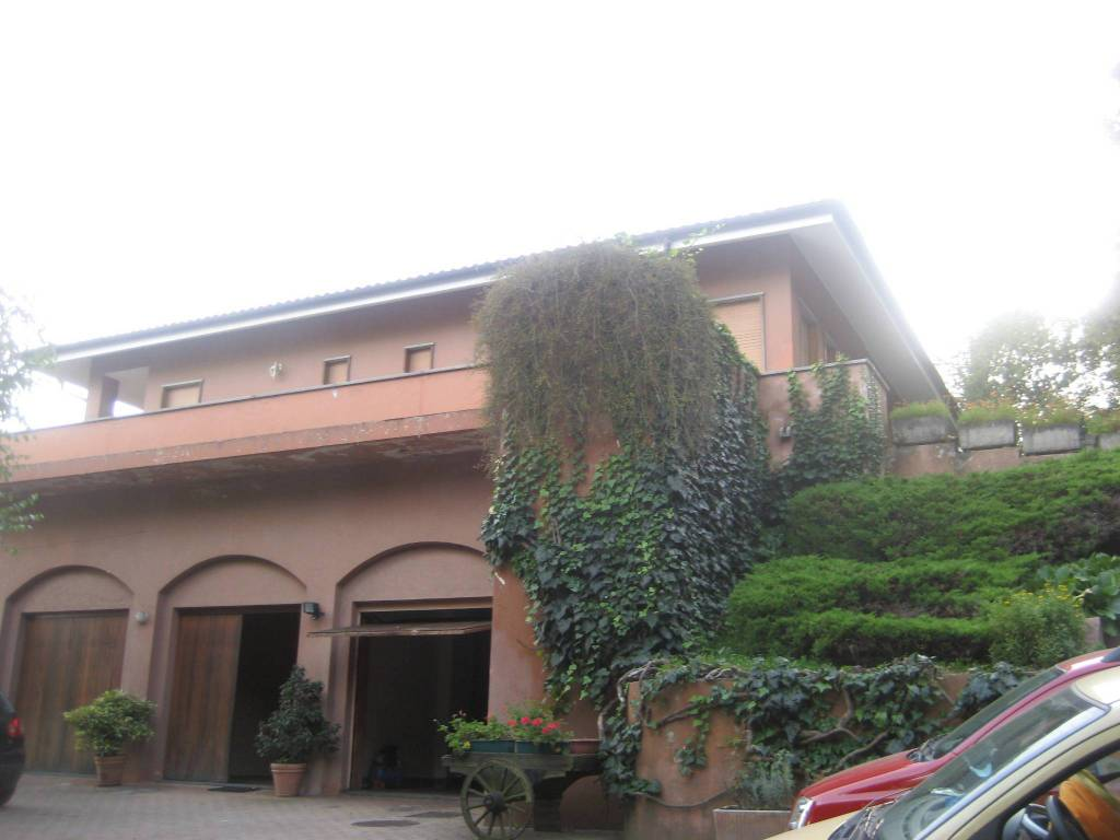 foto VILLA Trilocale Strada Maddalena 112-14, Moncalieri