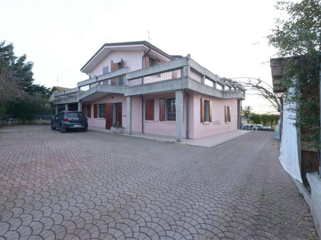 foto  Single family villa, excellent condition, 300 sq.m., Reggio Emilia