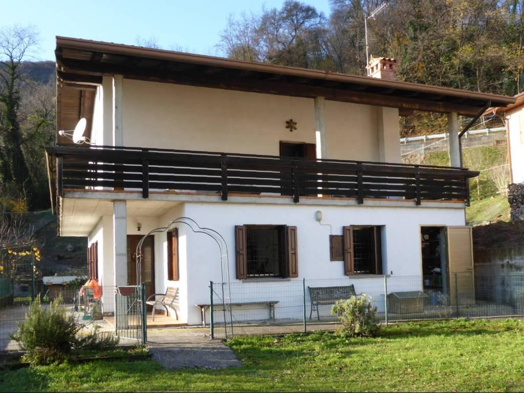 foto Facciata Villa unifamiliare via Barquet 4, Vito d'Asio
